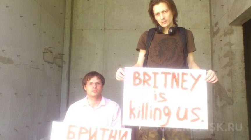 Бритни Спирс купается вмикробикини