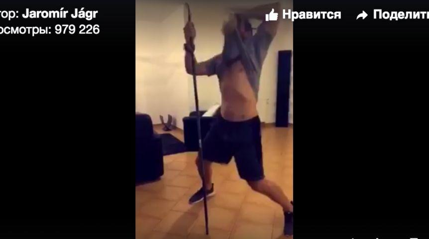 chastniy-molodezhniy-striptiz-devushka