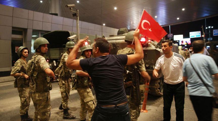 СМИ Турции: Экс-главком ВВС признался впланировании путча