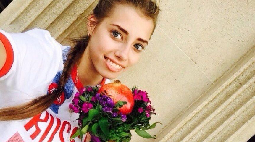 Губернатор Виктор Назаров поздравил с«золотом» Олимпиады омскую «художницу» Веру Бирюкову
