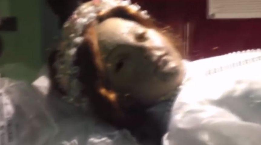 Трехсотлетняя мумия открыла глаза набогослужении