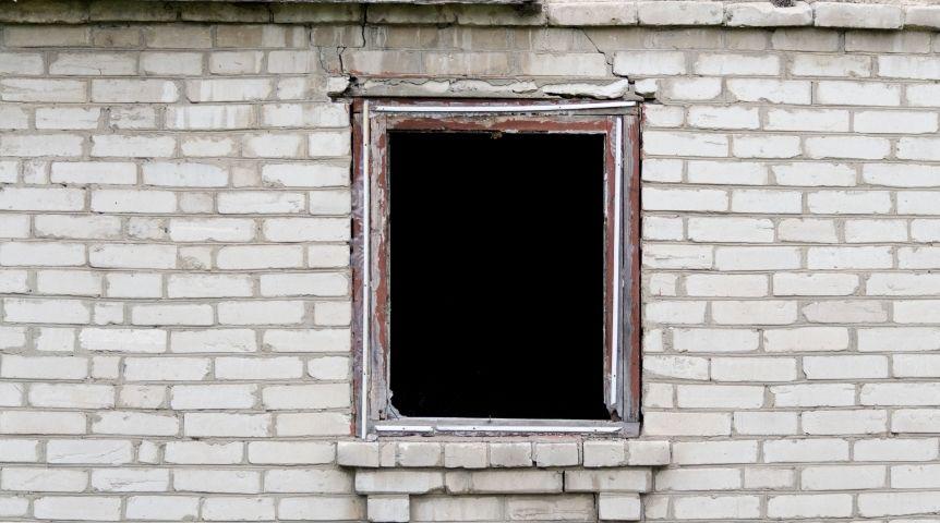 ВОмске впятиэтажке после хлопка газа повылетали стекла