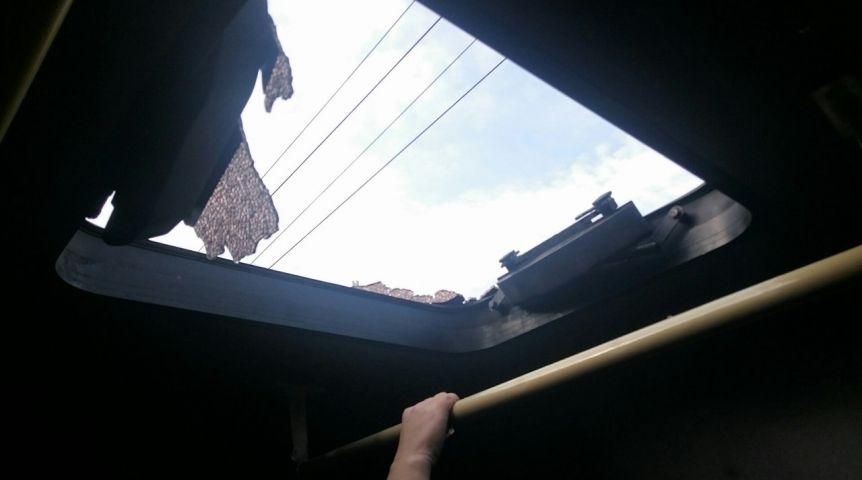 ВОмске напассажиров маршрутки упал стеклянный люк