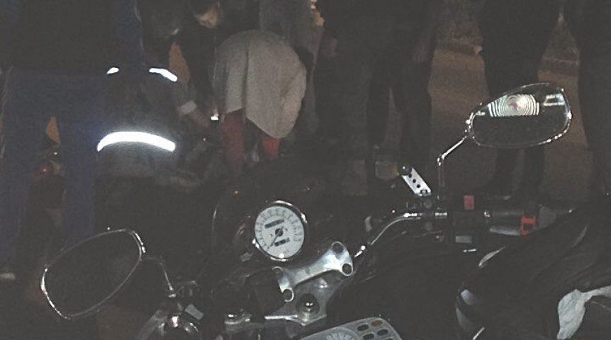 ВОмске байкер, мчавшийся наогромной скорости, врезался вавтомобиль