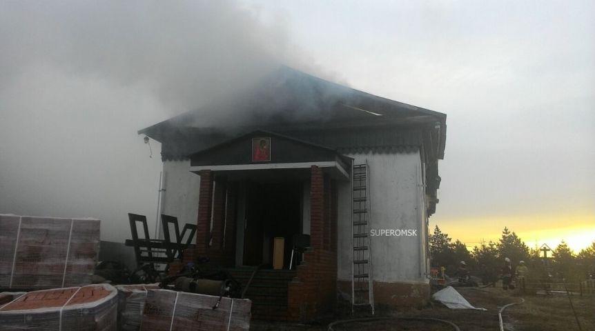 ВОмском районе наПокров зажегся храм