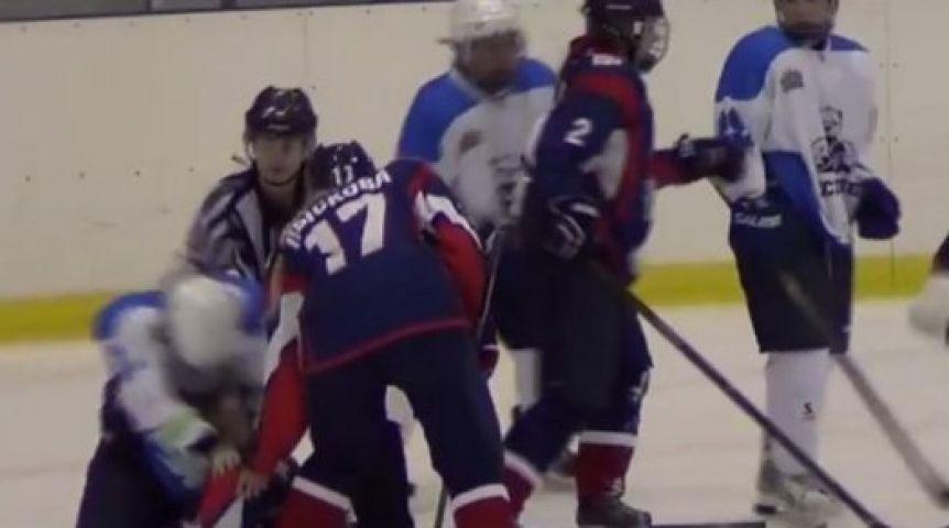 Красноярские хоккеистки нальду подрались ссоперницами