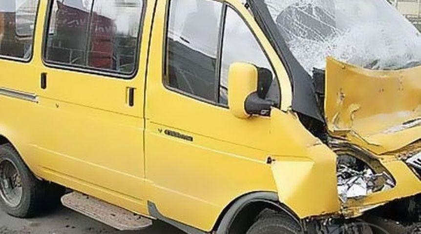 ВОмске пассажирская «ГАЗель» выехала на«встречку» истолкнулась слегковушкой