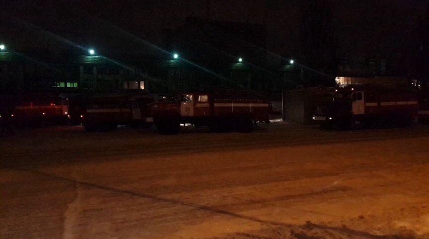 Ночью вОмске 8 машин тушили загоревшийся «Химик»