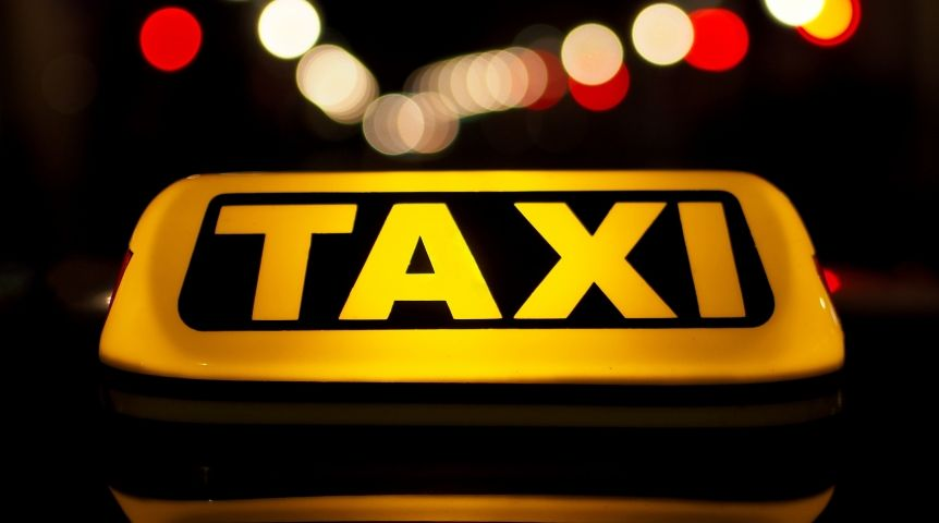 ВОмске ночью таксист надороге освободился отчетырех пассажиров