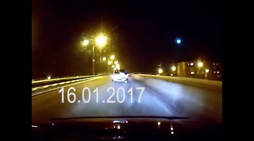Видео пролетающего над Омском метеорита появилось вглобальной паутине