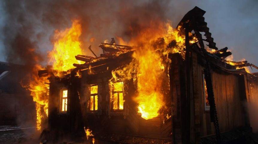 ВОмске рецидивист измести поджег дом. Погибла женщина