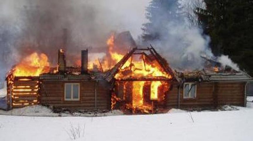 ВОмской области при пожаре погибла супружеская пара из 2-х пожилых людей