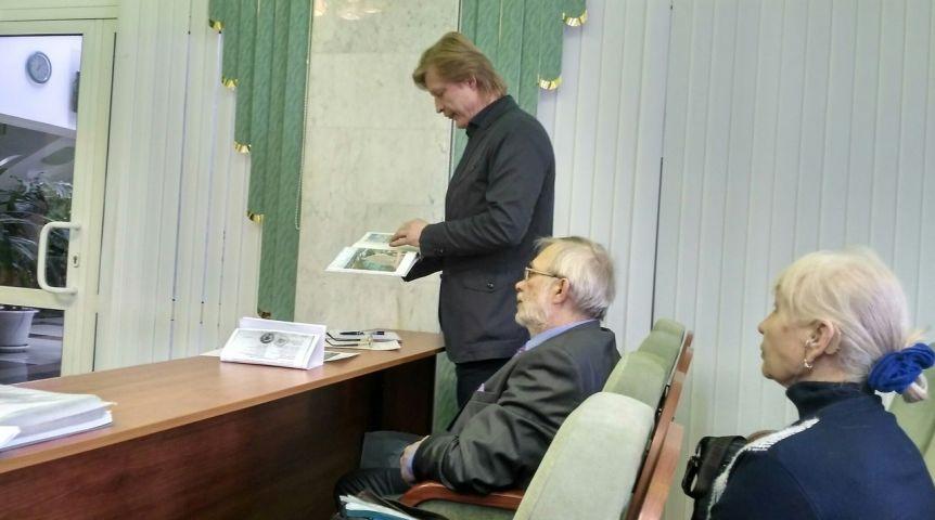 Омский предприниматель высудил 20 тысяч руб. зафото Любочки иСтепаныча