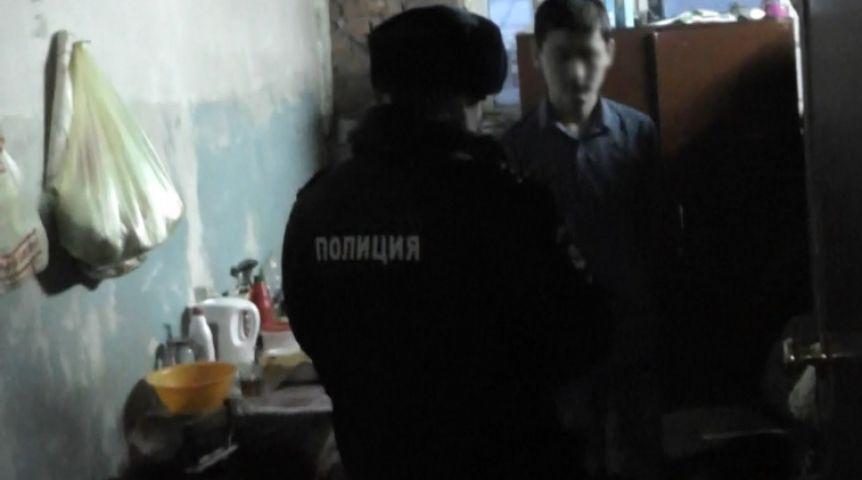 ВОмске накрыли нелегальный цех попроизводству китайских палочек