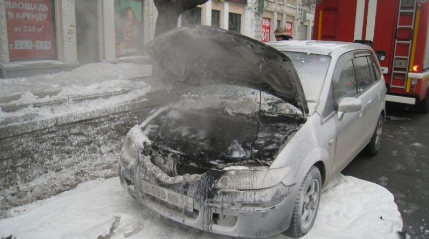 НаЛевобережье Омска сгорели два припаркованных автомобиля