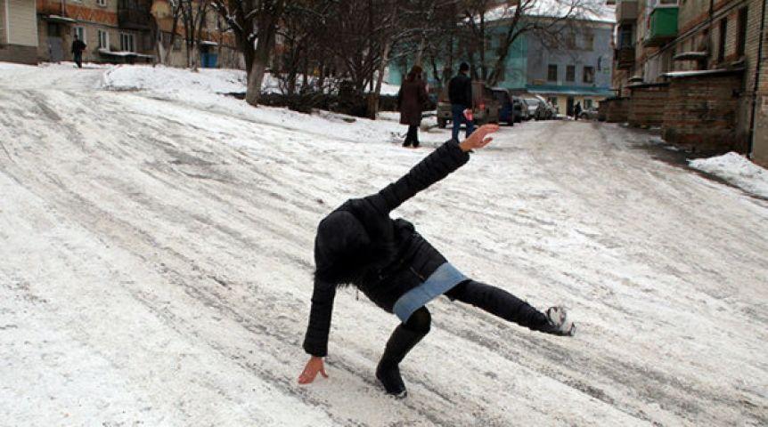 ВОмской области штормовое предупреждение из-за гололеда