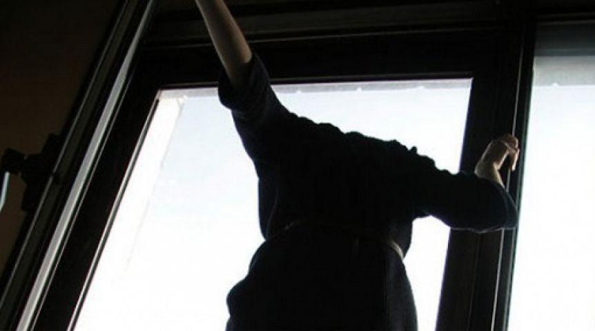 Омичка выпала изокна четвертого этажа ивернулась домой спереломами