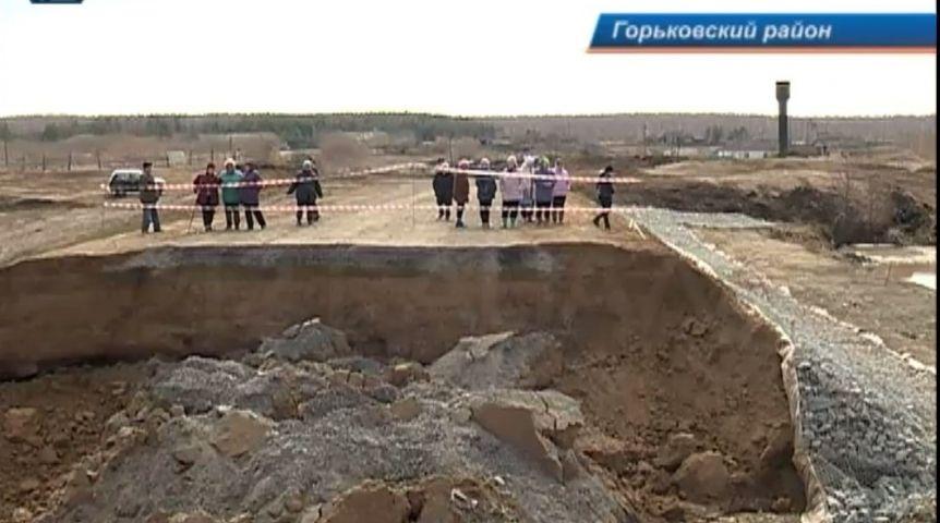 ВОмской области из-за паводка провалилась новая дорога