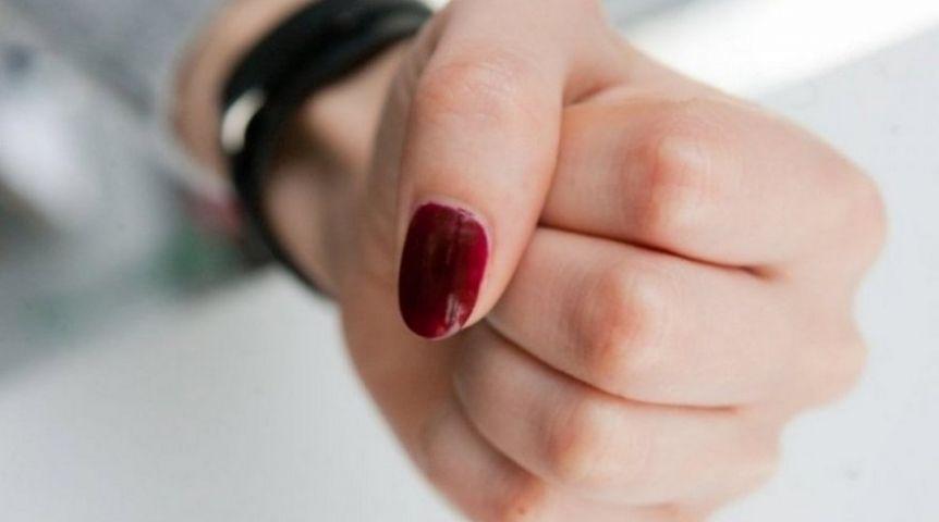 Омичка безжалостно наказывала брошенного еесестрой сына