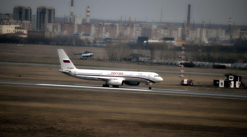 Самолет сМединским и управлением ЕРприменил экстренное торможение вОмске