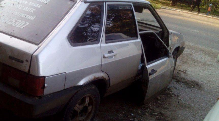 Гражданин Омской области угнал авто ипротащил человека вформе несколько метров
