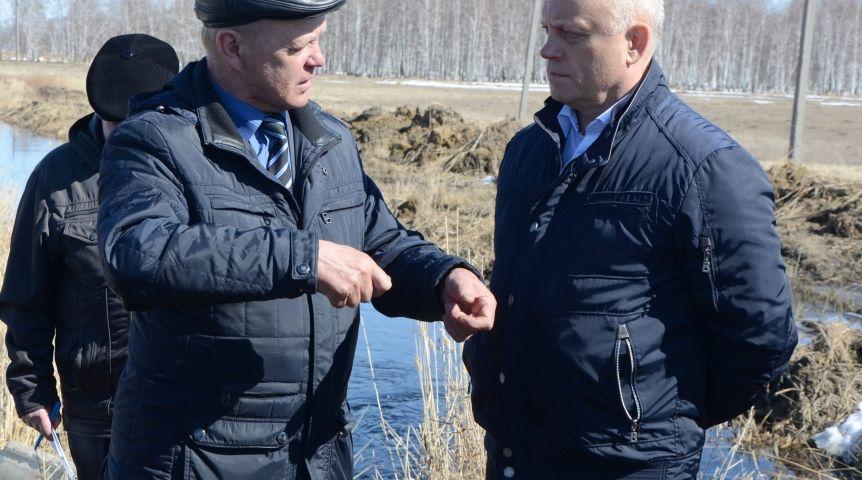 Виктор Назаров посетил село Мангут из-заЧС попаводку