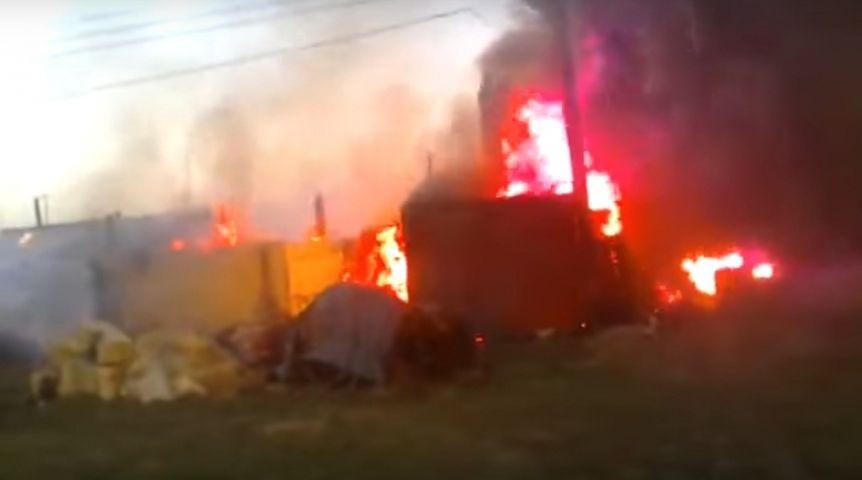 Под Омском сгорели дом, баня иавтомобиль. Хозяин умер