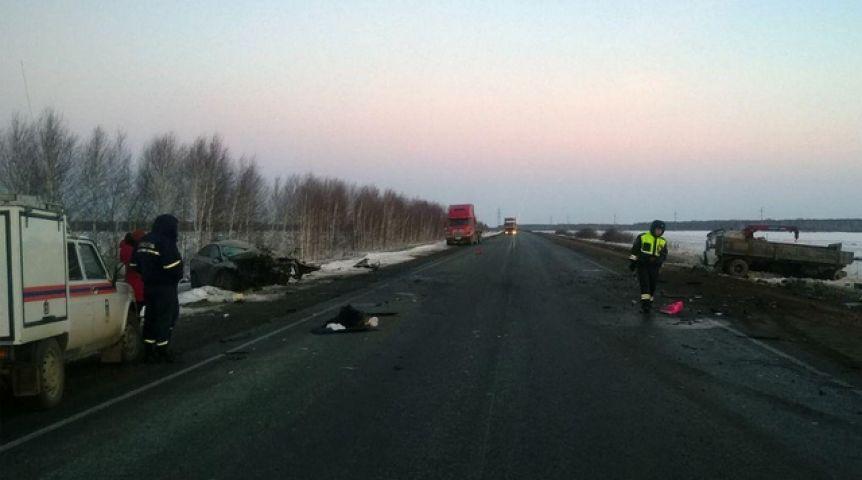 Натрассе Тюмень— Омск легковушка залетела под МАЗ