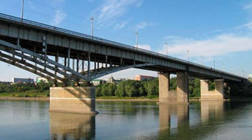 Суд потребовал исследовать мост «Имени 60-летия ВЛКСМ» вОмске
