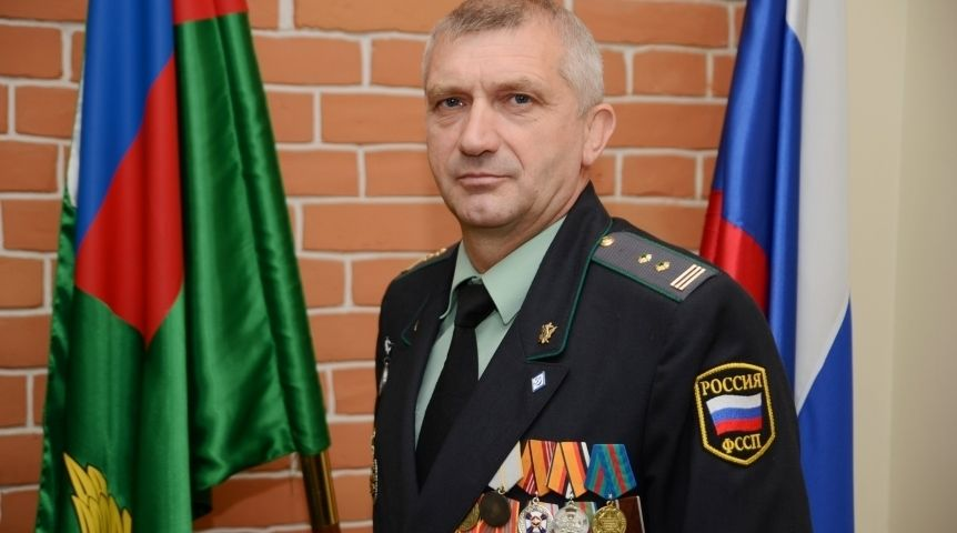 Главный судебный пристав Омской области загод зарабатывает 1,6 млн руб.