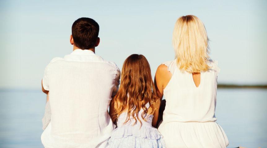 Мама папа дочка картинка вид со спины