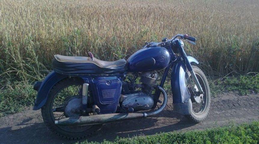 Омич поехал пополю намотоцикле и умер