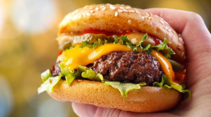 Ученые узнали, сколько бургеров можно приобрести насреднюю заработную плату вЕкатеринбурге