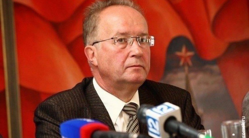 Секретарь омского обкома КПРФ пожелал Александру Буркову отыскать «пути возрождения» региона