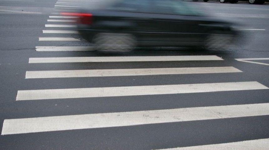 ВОмске на«зебре» легковушка сбила 2-х школьниц