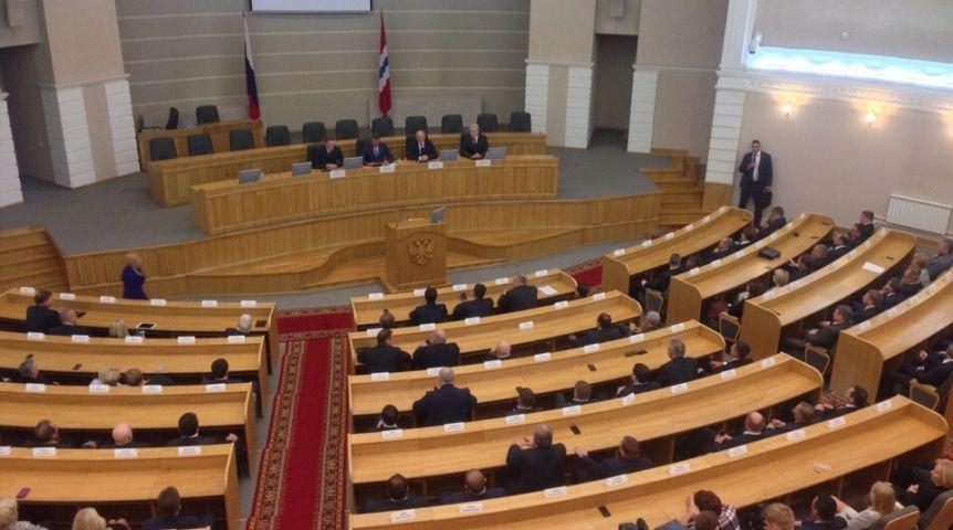 Бурков объявил, что будет опираться наомскиx чиновников