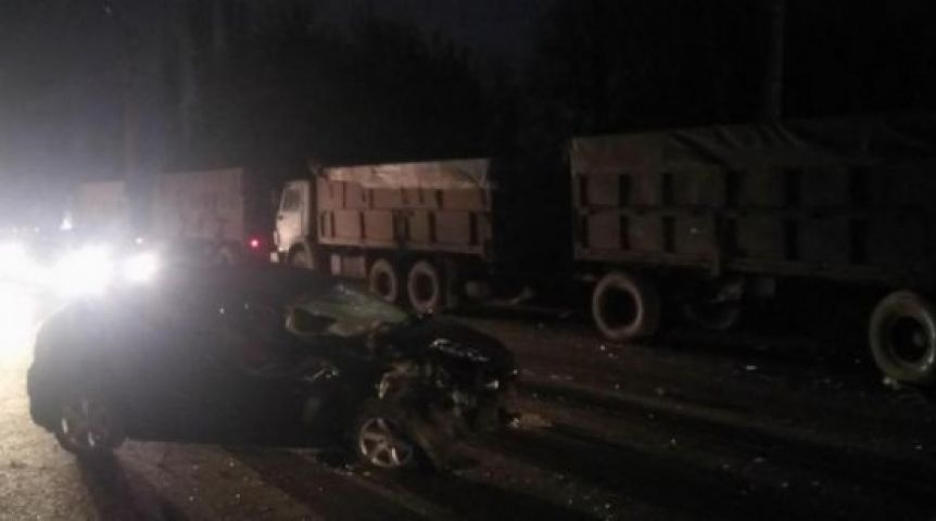 ВОмской области шофёр без прав умер под колесам фургона