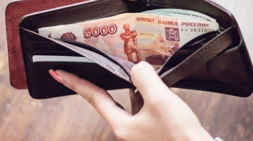 Омич потратил деньги изкошелька, который отыскала его супруга убанкомата