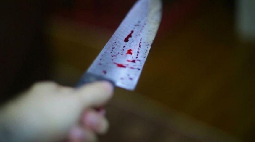 Жительница Называевского района зарезала отца, которого невидела 18 лет