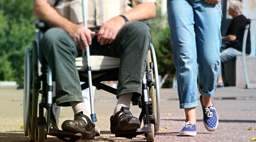 Бурков переселит омичей-инвалидов напервые этажи домов
