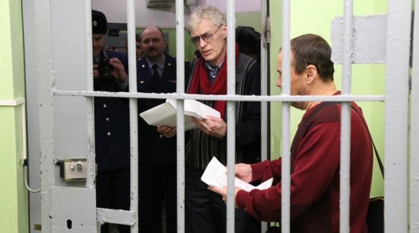 dokumentalniy-film-pro-besprizornikov-pyanie-telki-zhgut-foto
