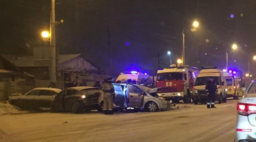Ночная авария вОмске: шофёр умер наместе, трое госпитализировано