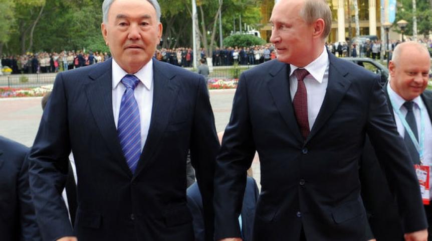 Путину вКазахстане подарили завязанный вузел гвоздь икнут